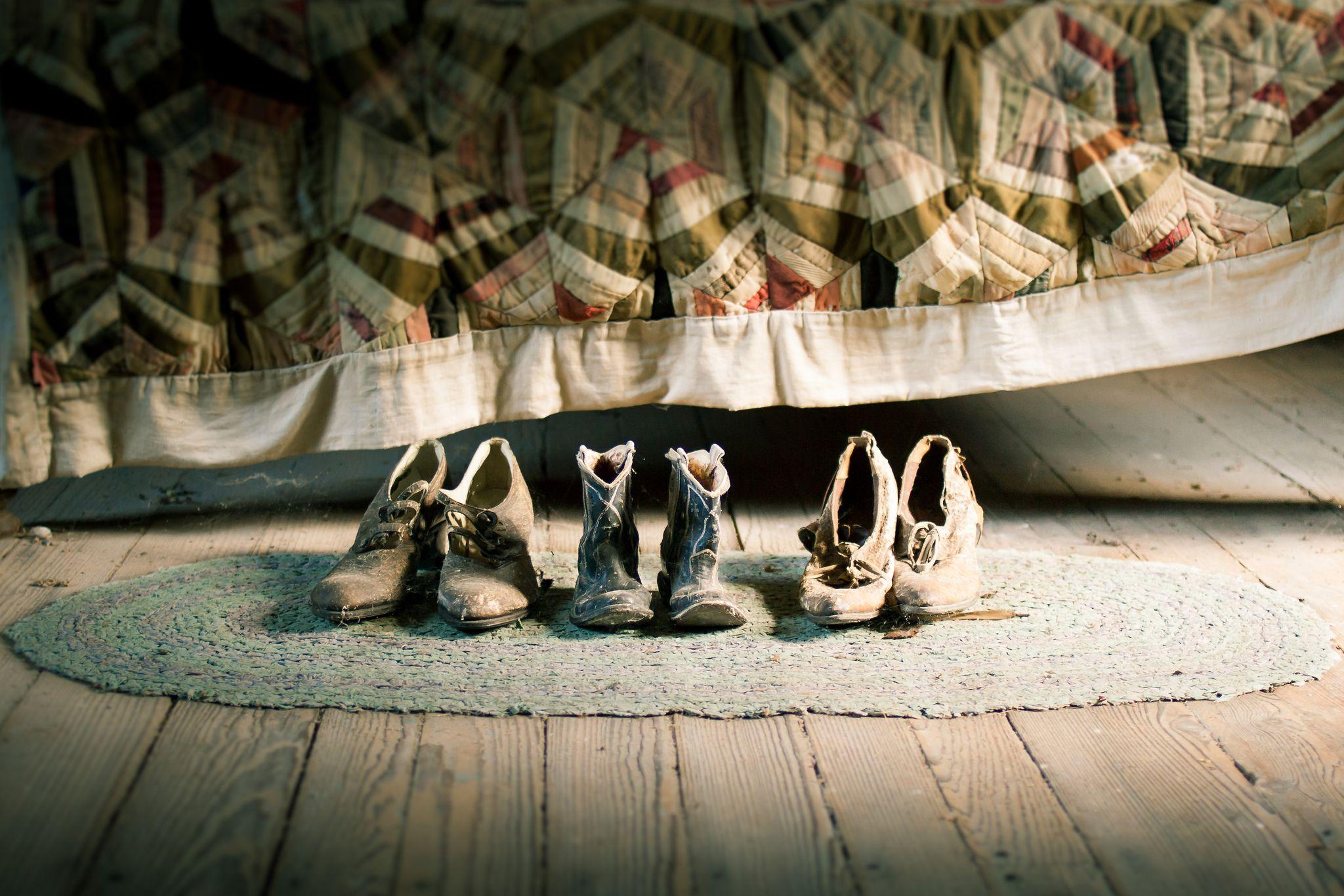 b2b107c7db3c Интересно, что туфли на шпильке распарованы — у Назима левая, в известном  обувном музее во Франции правая. Коллекционеру ...